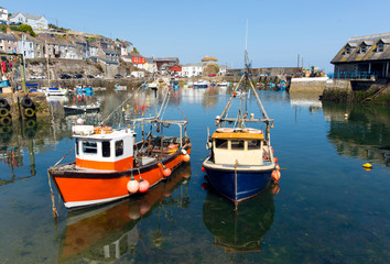 Fototapete - Mevagissey harbour Cornwall England boats