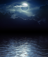 Poster Pleine lune Fantasy Moon and Clouds over water