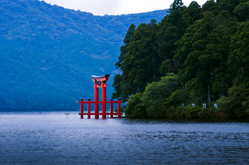 芦ノ湖と箱根神社の鳥居