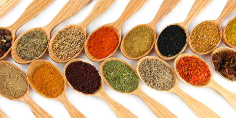 Poster Kruiden 2 Assortment of spices in wooden spoons