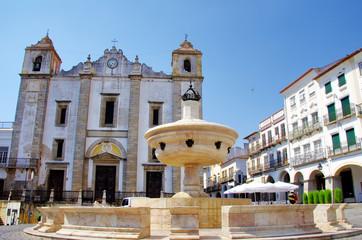 Do Giraldo square, Evora in Portugal