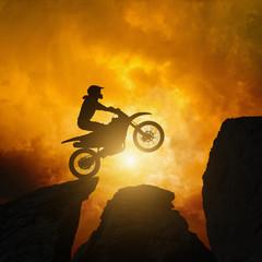 La pose en embrasure Motocyclette Motorcircle rider in rocks