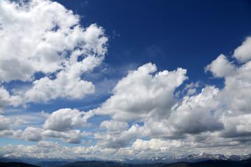 Wall Mural - Alpengipfel mit Wolkenhintergrund