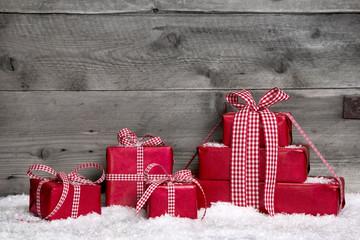 Mehrere Weihnachtsgeschenke - Weihnachtlicher Hintergrund Rot