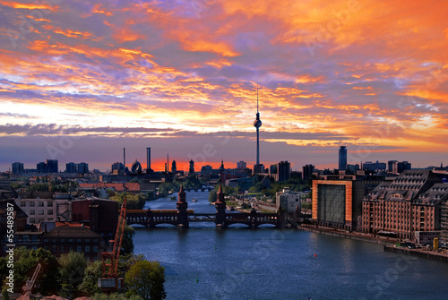 berlin spree skyline stockfotos und lizenzfreie bilder auf bild 55489587. Black Bedroom Furniture Sets. Home Design Ideas