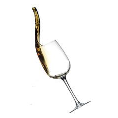 salpicaduras de vino tinto en una copa de cristal. Aislado.