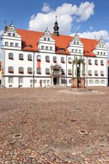 Rathaus Lutherstadt Wittenberg mit Luther-Denkmal