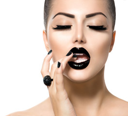 Fotobehang Fashion Lips Vogue Style Fashion Girl with Trendy Caviar Black Manicure