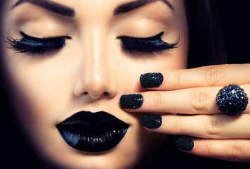 Foto op Plexiglas Fashion Lips Beauty Fashion Girl with Trendy Caviar Black Manicure and Makeup