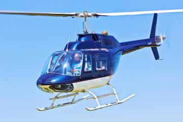 Hubschrauber im Vorbeiflug