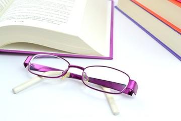okulary i książki