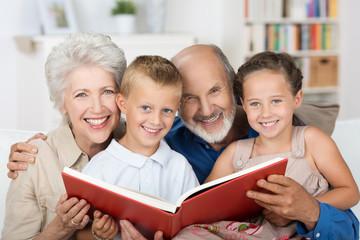 oma und opa lesen vor
