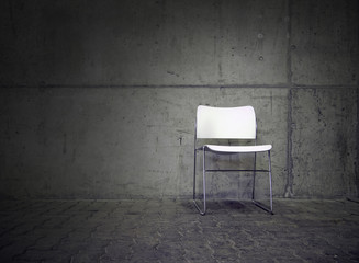 Stuhl im Lichtkegel