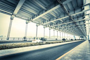 traffic through bridge