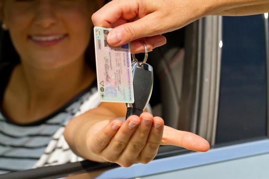 Führerschein übergeben