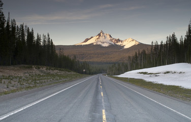Highway Mount Thielsen Big Cowhorn Extinct Volcano Oregon