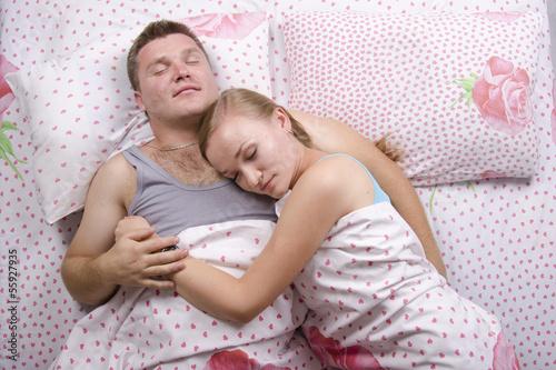 Смотреть порно залез к спящей молоденькой