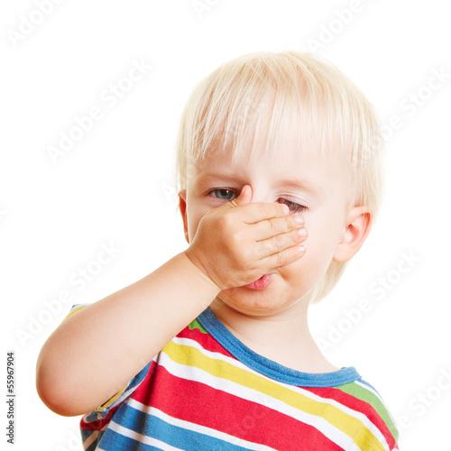 Kind Auf Nase Gefallen Geschwollen