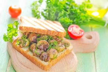 bread with friem mushrooms