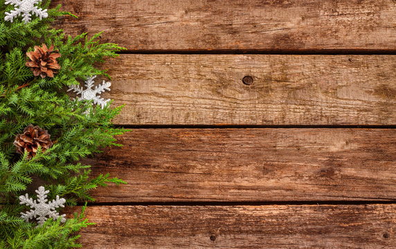 Vintage christmas background - wood board with pine branch