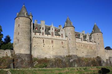 château breton et ses tois tours