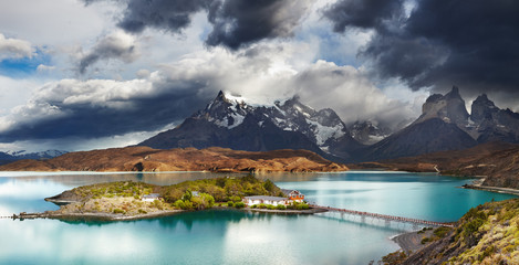 Wall Mural - Torres del Paine, Lake Pehoe