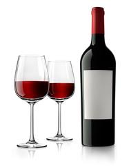 Weinflasche mit Etikett und Gläsern 2