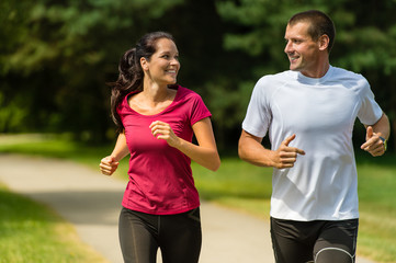 Photo sur Plexiglas Jogging Cheerful Caucasian couple running outdoors