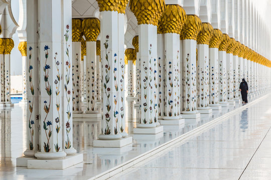 Hallway with golden decorated pillars at the entrance of the wor