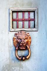 Battente per porta con testa di leone