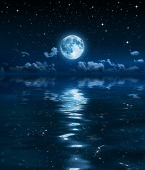 Poster Pleine lune super moon and clouds in the night on sea