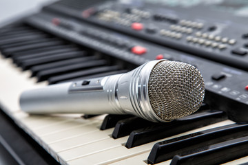 Microphone on keys of a musical synthesizer