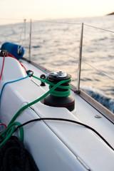 Winsch auf einer Segelyacht auf See