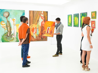 art gallery auction