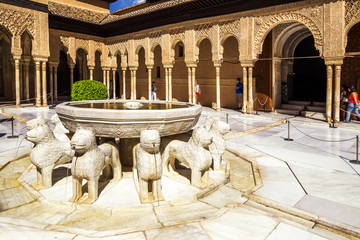 Fototapete - Famous Lion Fountain - Alhambra Palace, Granada, Spain.
