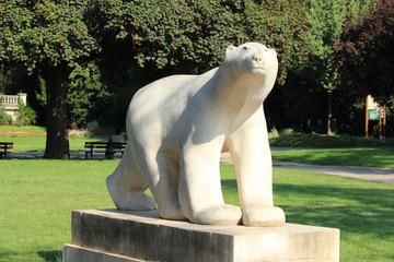 """Monument """"L'ours blanc"""" de Jardin Darcy de Dijon"""