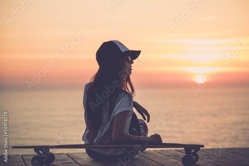 девушка шапка телефон разговор солнце без смс