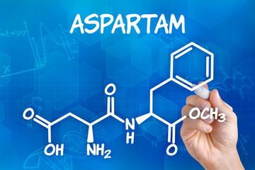 Hand zeichnet chemische Strukturformel von Aspartam