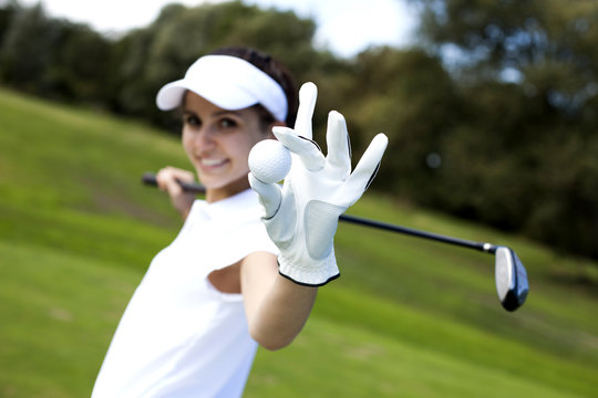 Portrait of a woman playing golf