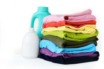 Stacks clothes with detergent