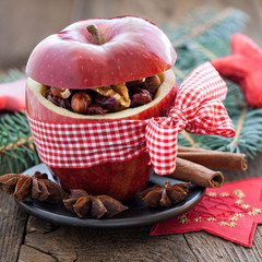 Apfel mit Schleife und Füllung