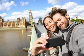 Aufkleber - London tourist couple taking photo near Big Ben