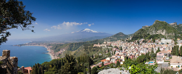 Fototapete - Panorama of Taormina with the Etna Volcano