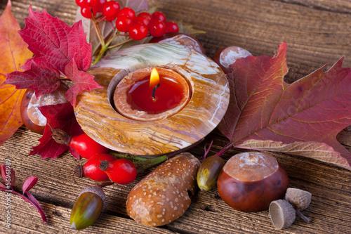 Herbstliche tischdekoration mit naturmaterialien stockfotos und lizenzfreie bilder auf fotolia - Tischdekoration naturmaterialien ...