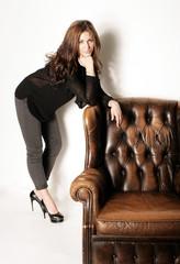 Model mit einem Sessel