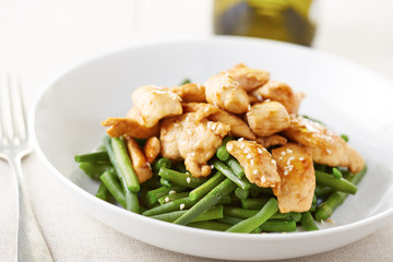 Grilled chicken breast with green beans