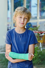 boy with cast