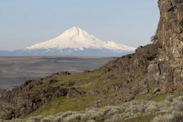 Rocky Ridge Outcropping Reveals Mt Hood Cascade Range Landscape