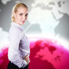 attraktive blonde Frau vor Welthintergrund