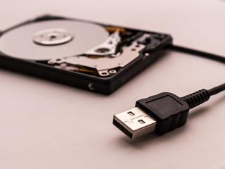 Festplatte mit Kabel
